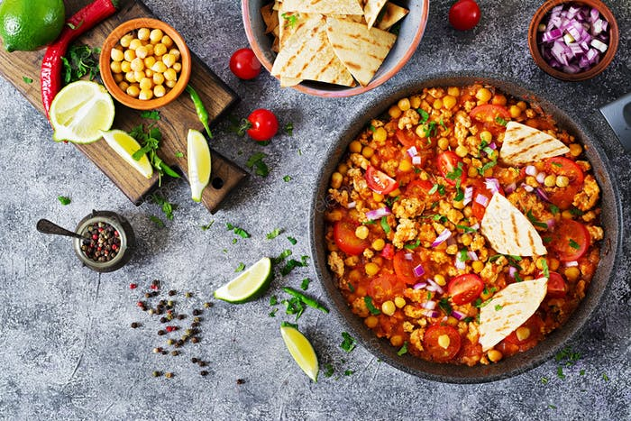 Chili con carne of turkey  with chickpeas served with nachos.