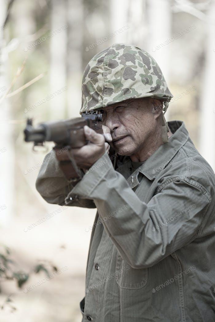2. Weltkrieg Soldat mit Gewehr