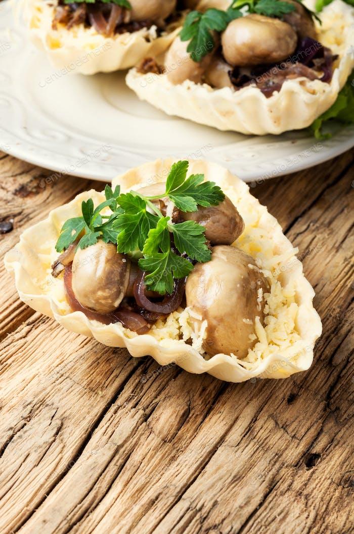 Tartlet with mushrooms