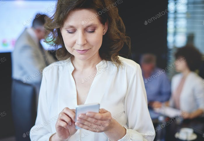 Business woman browsing on the cell phone