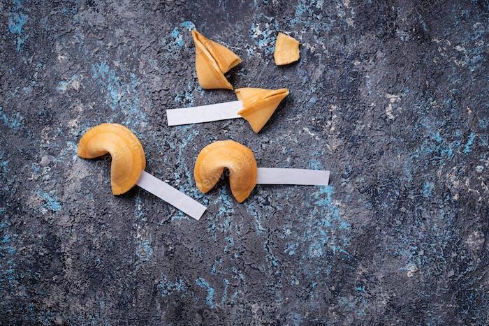 Galletas tradicionales de la fortuna china con predicción