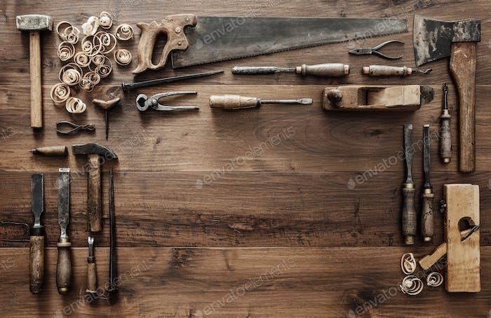 Sammlung von Vintage-Holzbearbeitungswerkzeugen