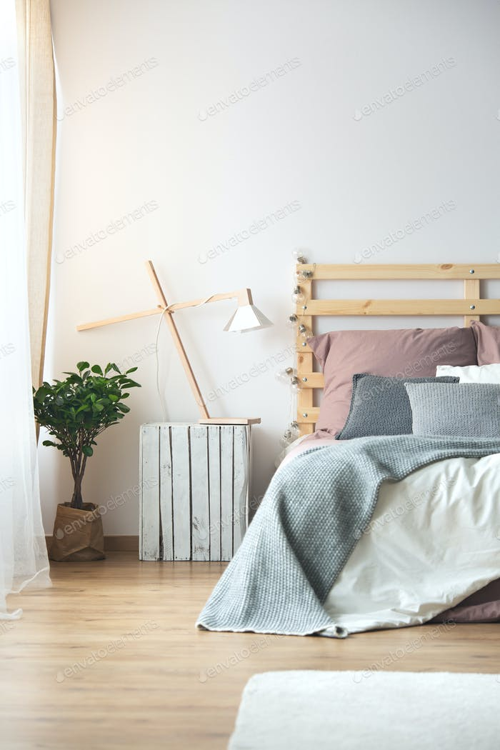 Holzdekoration im Schlafzimmer
