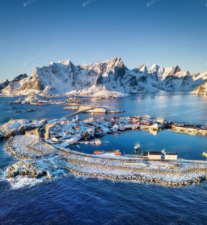 Lofoten Inseln in Norwegen. Winter-Luftlandschaft. Reise-Bild