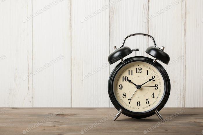 Ретро будильник на рабочем столе
