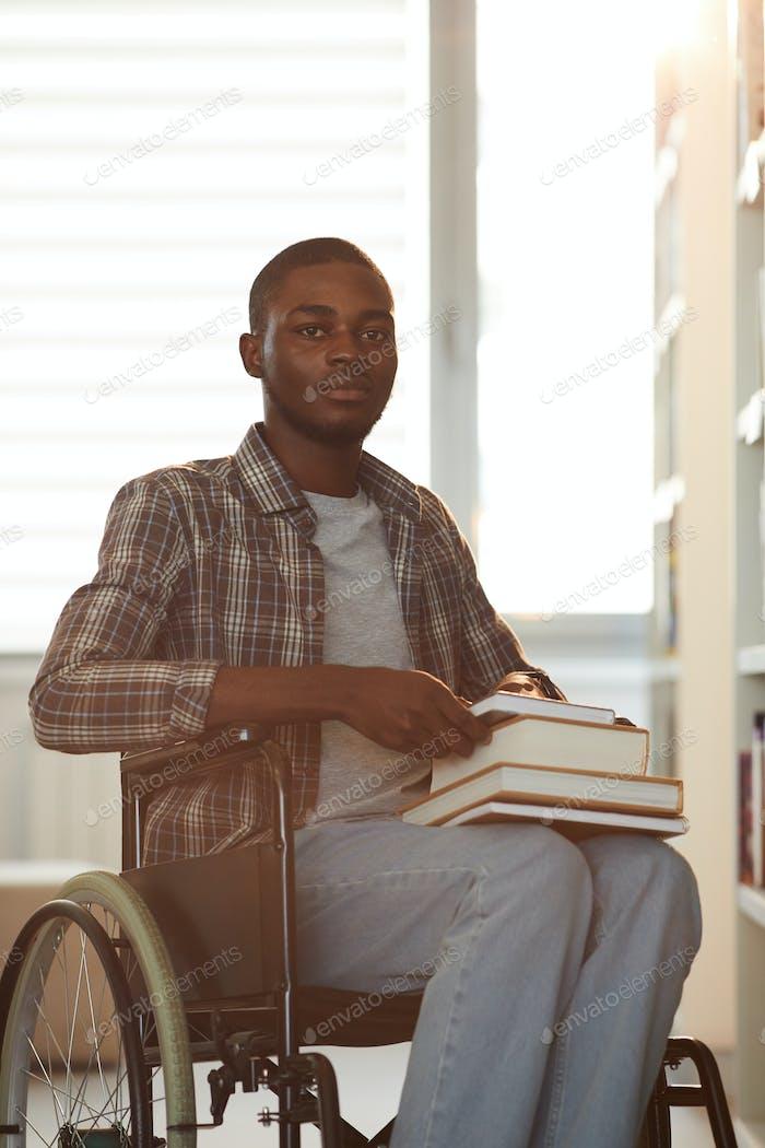 Afrikanische Student mit Behinderung