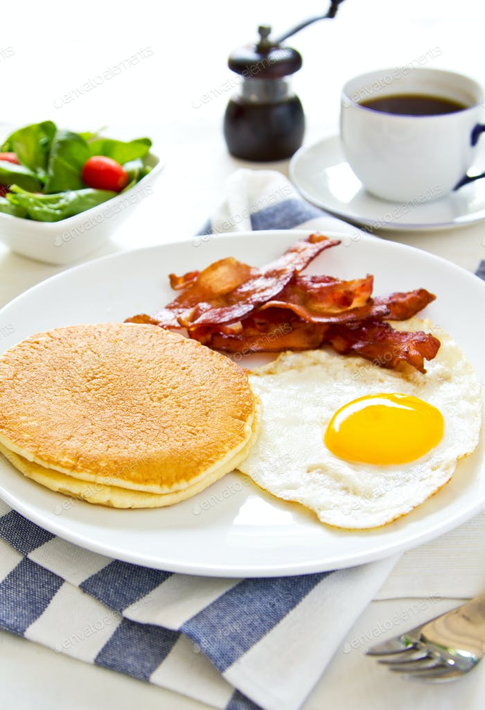 Pancake with Bacon and fried egg