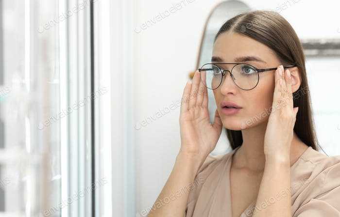 Portrait of beautiful young woman wearing spectacles
