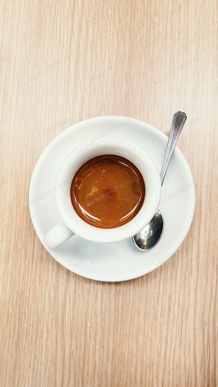Tasse Espresso Caffee auf einem Tisch