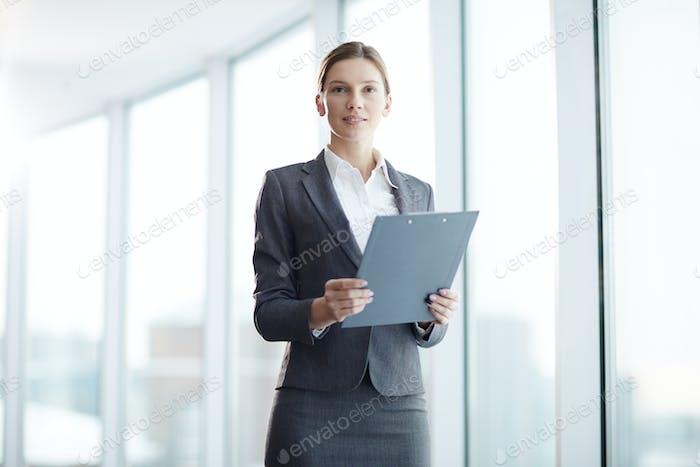 Finanzier mit Dokument