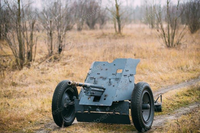 Deutsche Panzerpistole Pak 36 im Feld