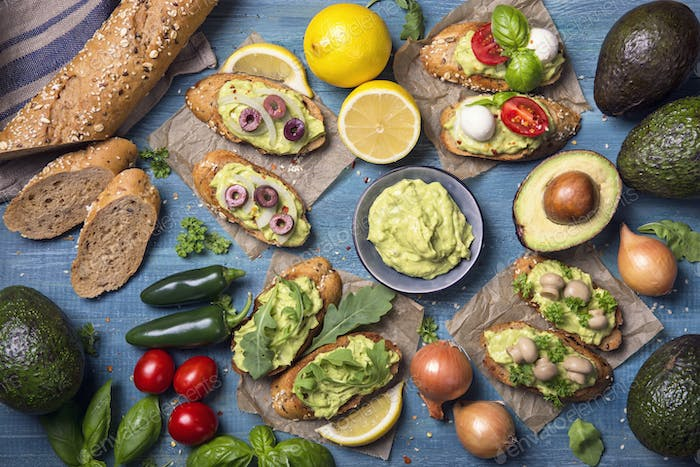 Bruschettas with rye bread and guacamole