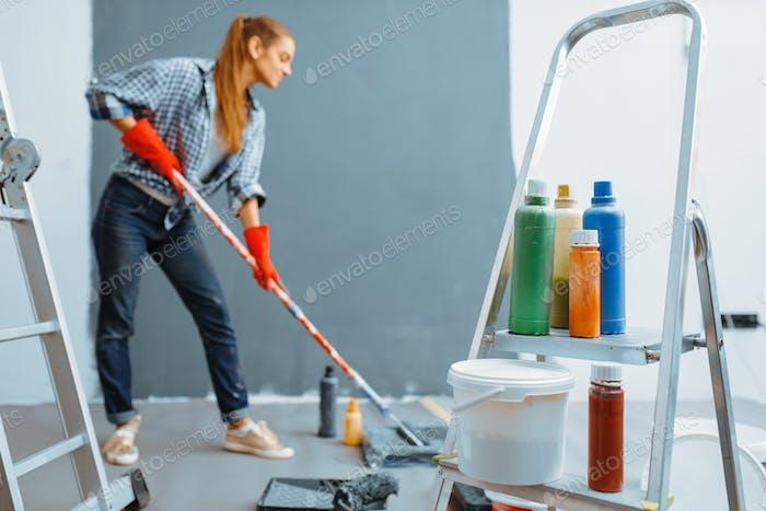 Женский дом художник красок стены в помещении