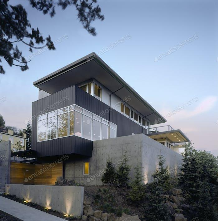 49328,Modern Home