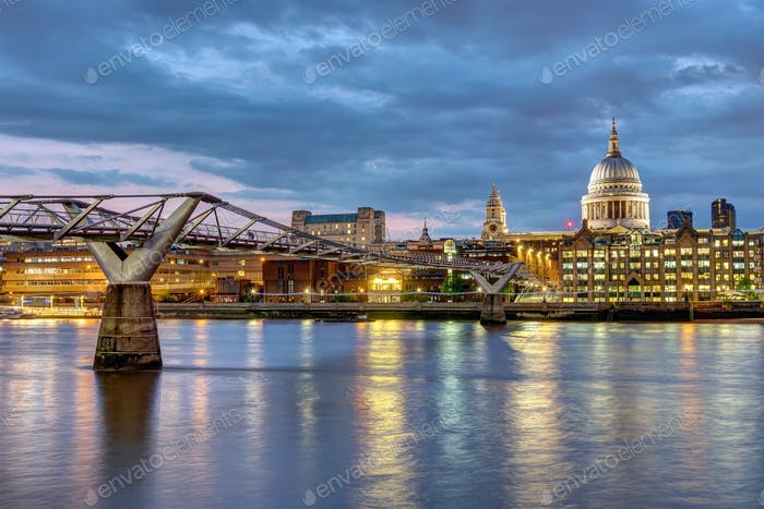 St. Paul's Cathedral und die Millennium Bridge