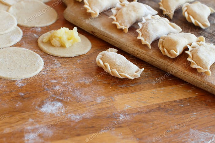 Preparation of pelmeni
