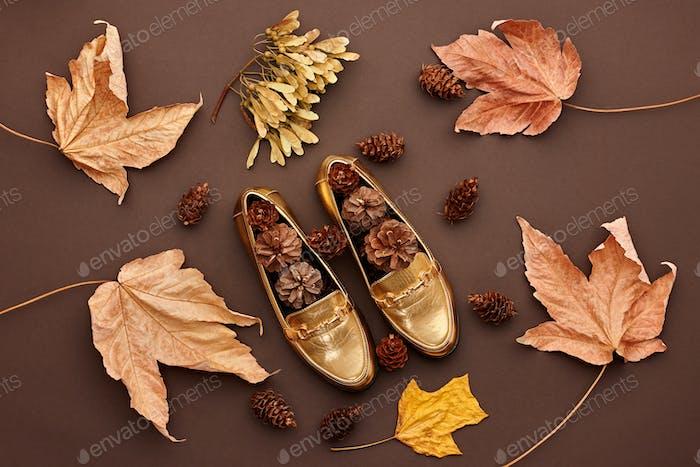 Herbst ankommen.Fashion Minimal.Retro.Herbst Blätter