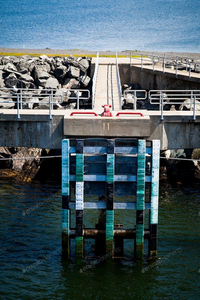 Blick auf den Pier und den Hafen
