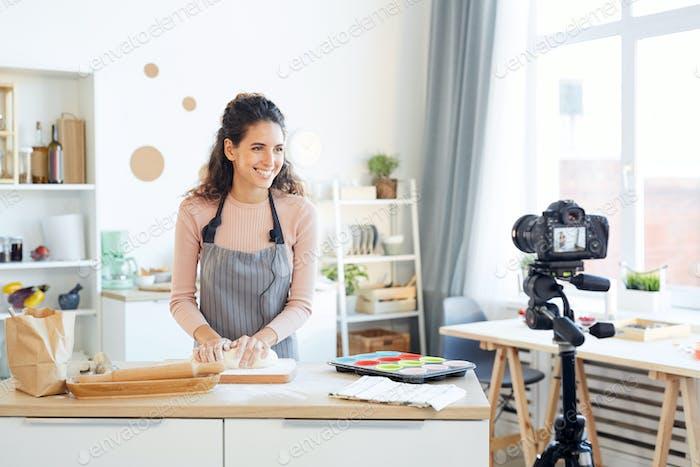 Comida alegre Vlogger Cocinar