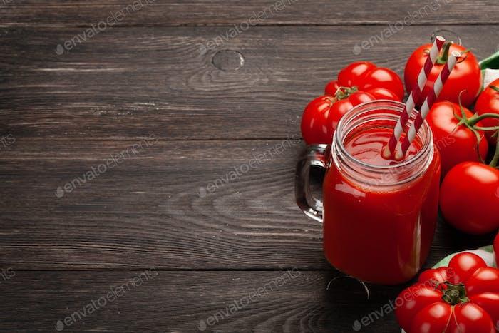 Fresh tomato juice and ripe tomatoes