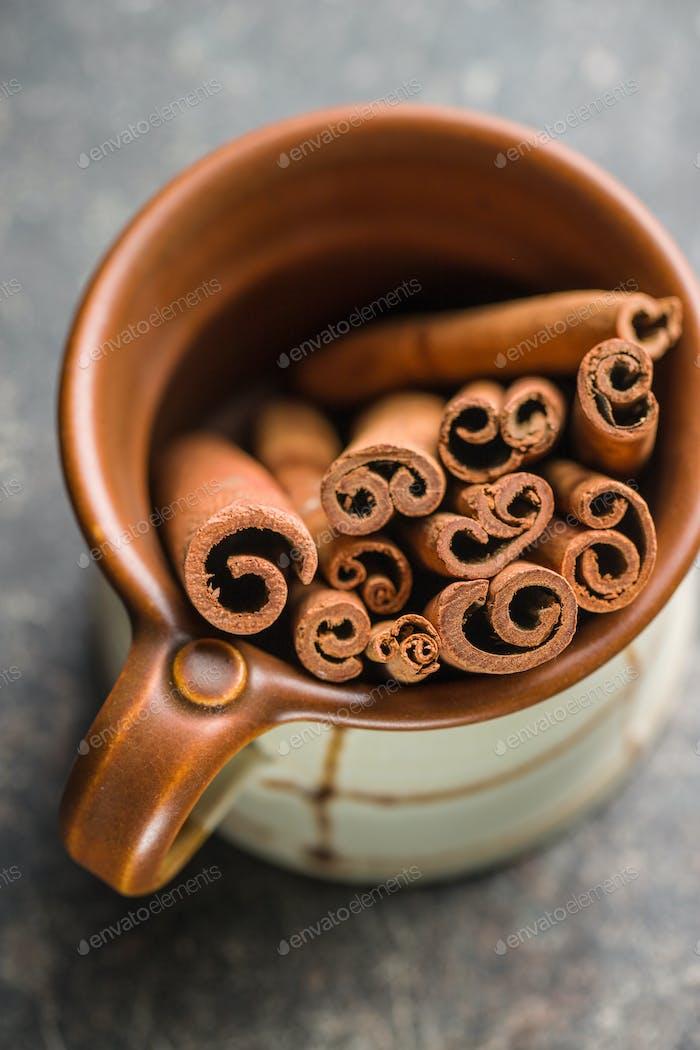 Cinnamon sticks in cup.