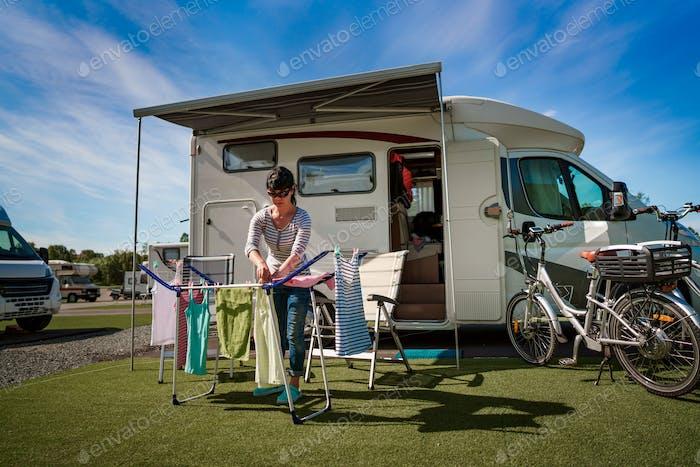 Lavar en una secadora en un camping.