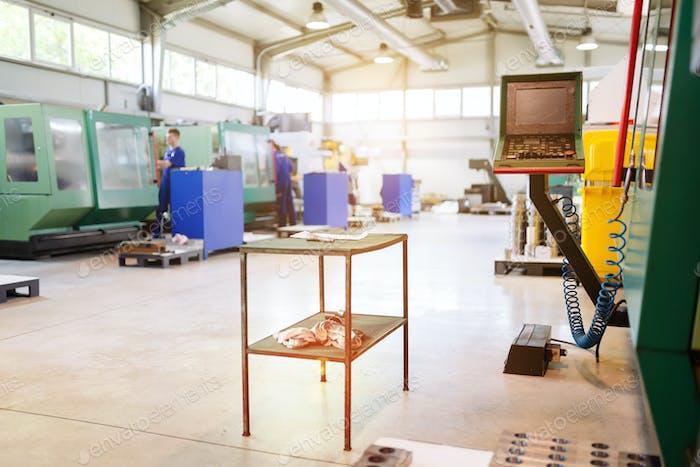 Industrielle Fabrik mit CNC-Maschinen