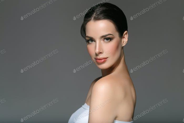 Beautyful Hautpflege Frau, Beauty-Konzept gesundes Gesicht Make-up, weibliches Modell Porträt.