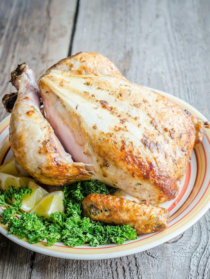 Gegrilltes ganzes Huhn