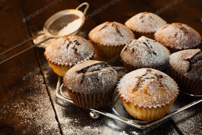 Muffins auf Metallständer