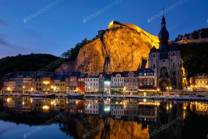 Nachtansicht von Dinant Stadt, Belgien