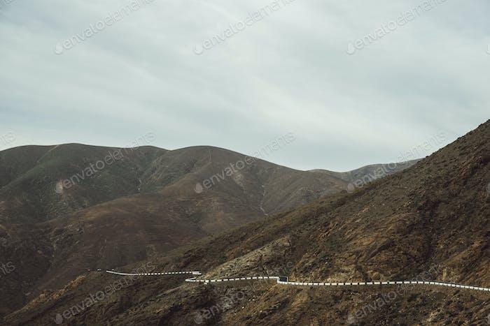 Дорога в горном ландшафте