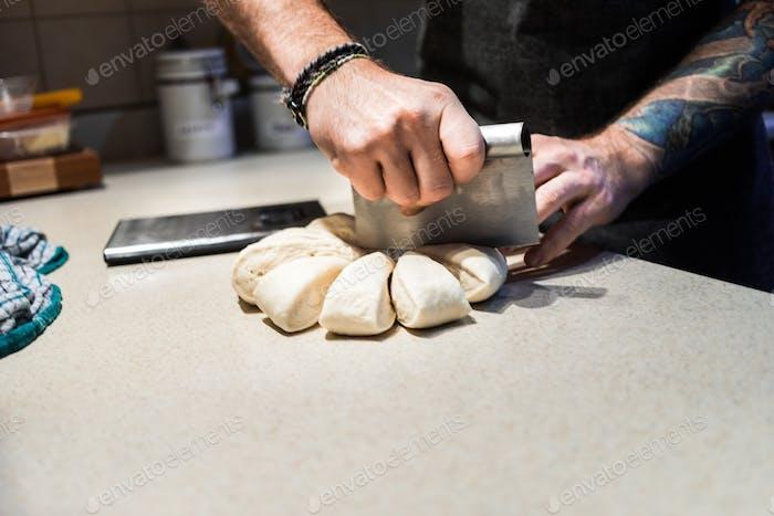 Kochen Gewichtung gleiche Portionen Brezeln Teig.