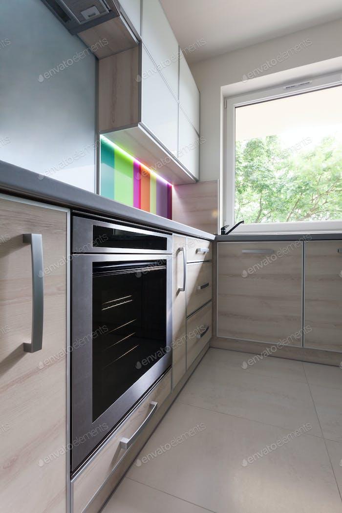 Nahaufnahme von Stahlofen in der Küche