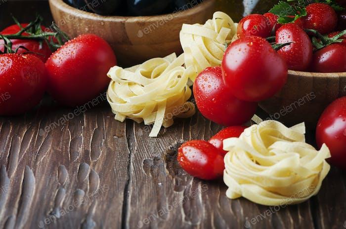 Italian spaghetti with prawns and parsley