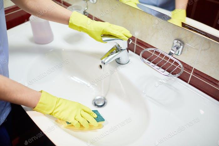 Cleaning sink in bathroom