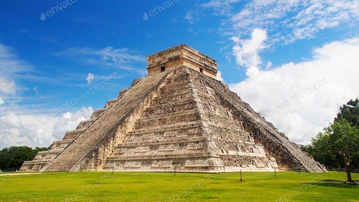 Mayan pyramid of Kukulcan El Castillo