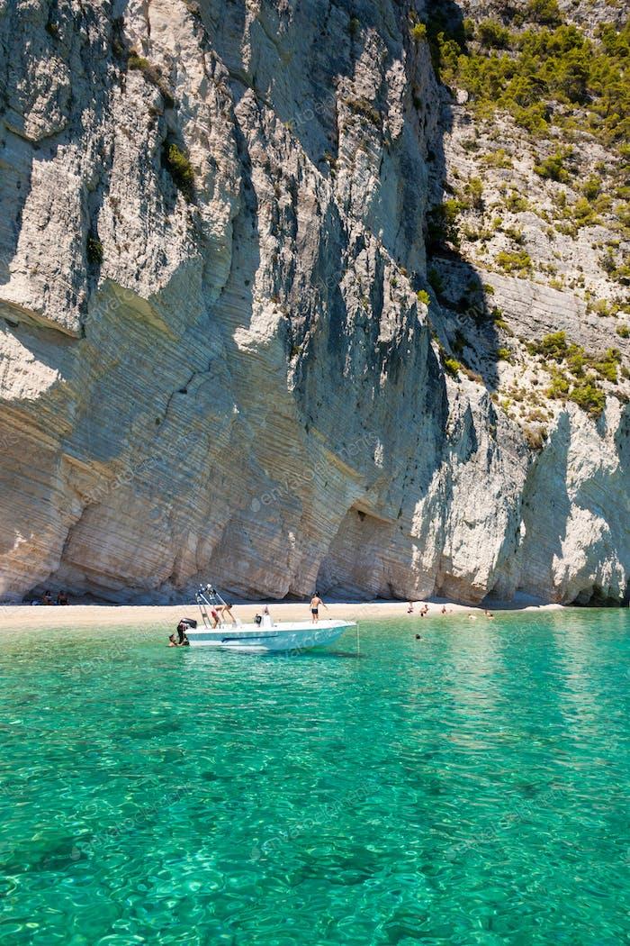 Vista de las cuevas azules de Keri en la Isla de Zakynthos (Zante), en Grecia