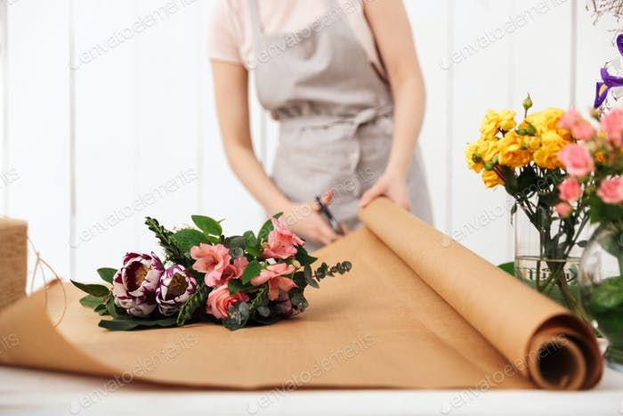 Cropped photo of florist woman working