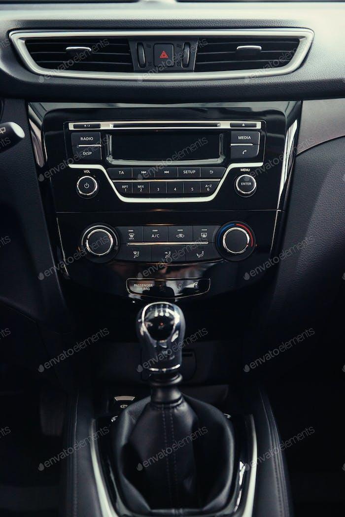 manuelle Verschiebung des modernen Autos