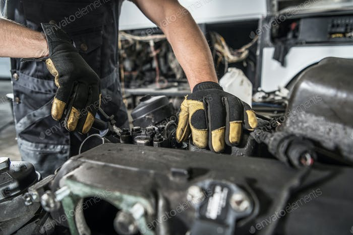 Mechanic Repair Semi Truck Diesel Engine