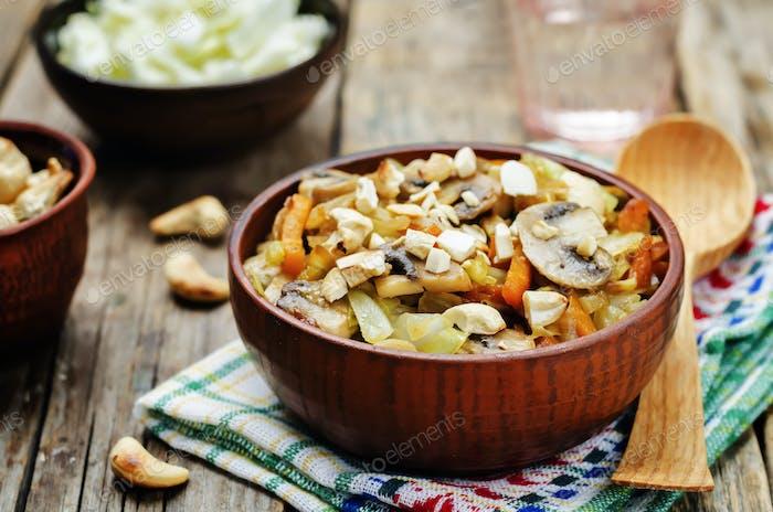 Cashew-Kohl mit Pilzen