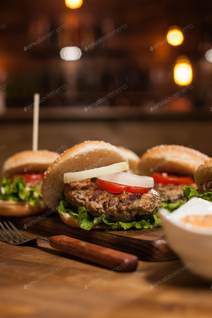Meat beef in delicious burgers with fresh lettuce in restaurant