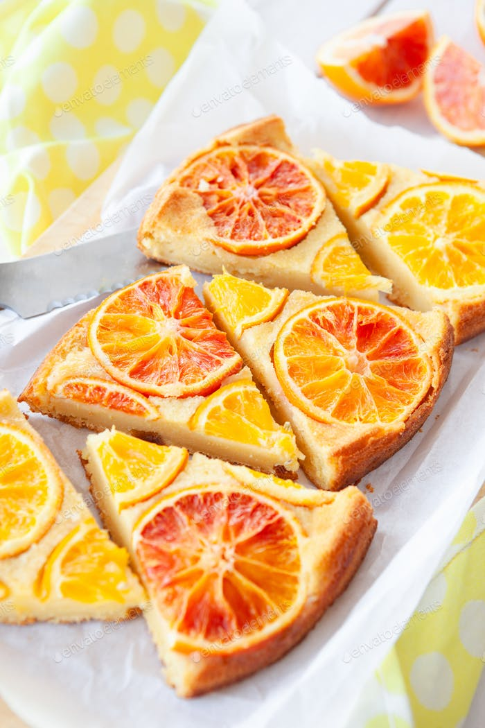 Fruity sponge cake with candied oranges