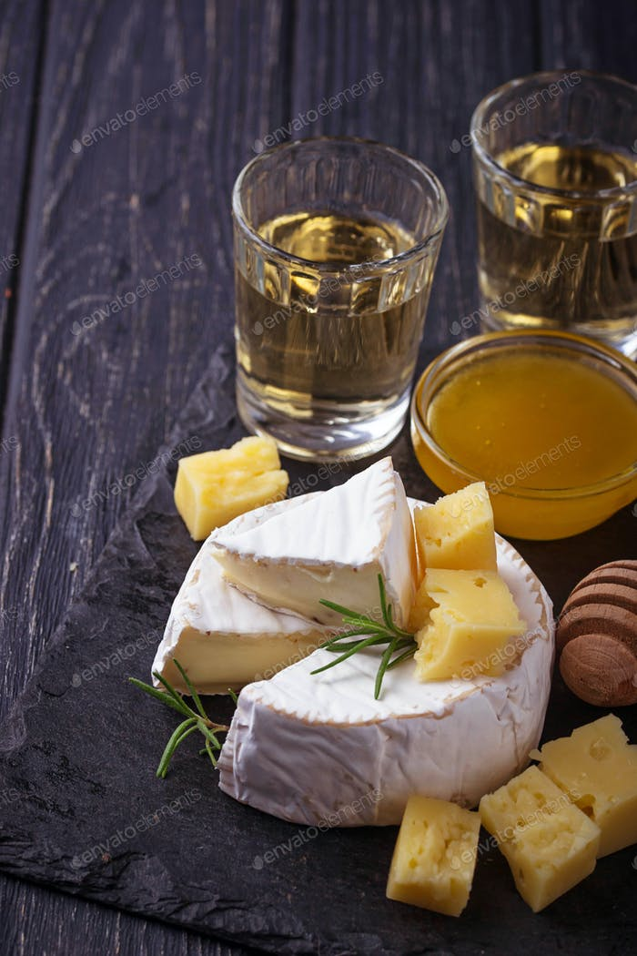 Camembert cheese with honey and wine