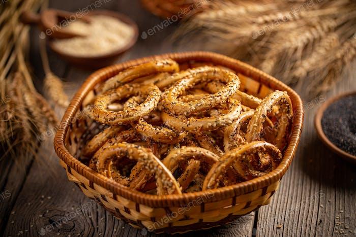 Hard pretzel rings