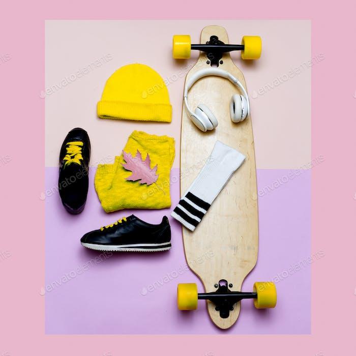 Ayuda blogger de moda. Un Kit de gorros y zapatillas de deporte. A la moda