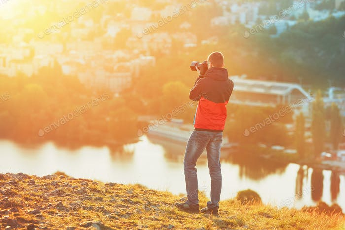 Fotograf bei Sonnenaufgang