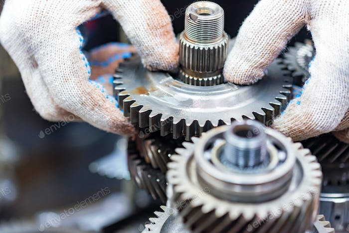Opening of car automatic transmission by mechanic