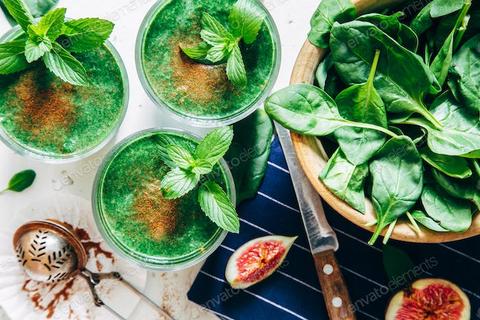 Green smoothies with leaves of fresh mint